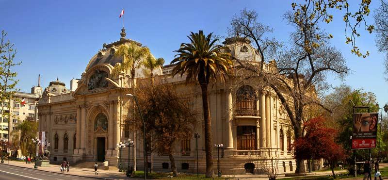 fachada-principal-museo-nacional-bellas-artes-santiagoquinta-normal-radio-panoramas-tiempo-chicureo